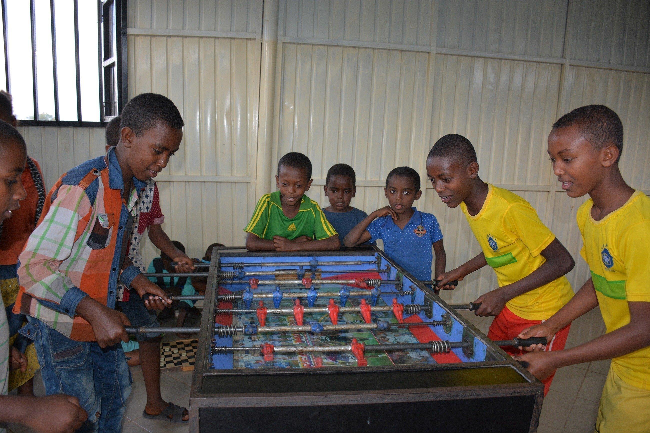Eine Gruppe von Kinder beim spielen.