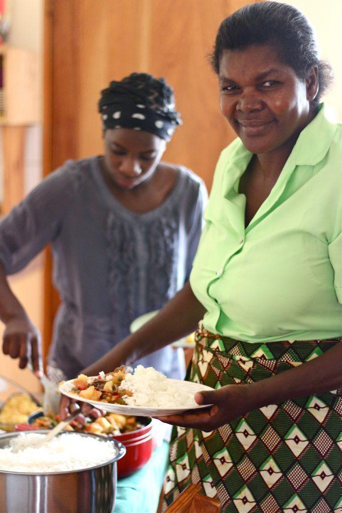Köchin aus Afrika.