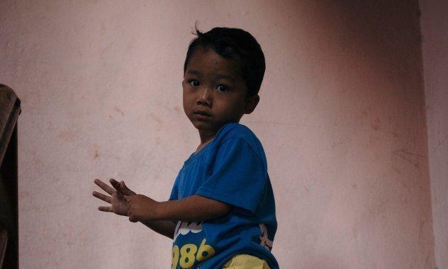 Kleiner junge aus Nepal.