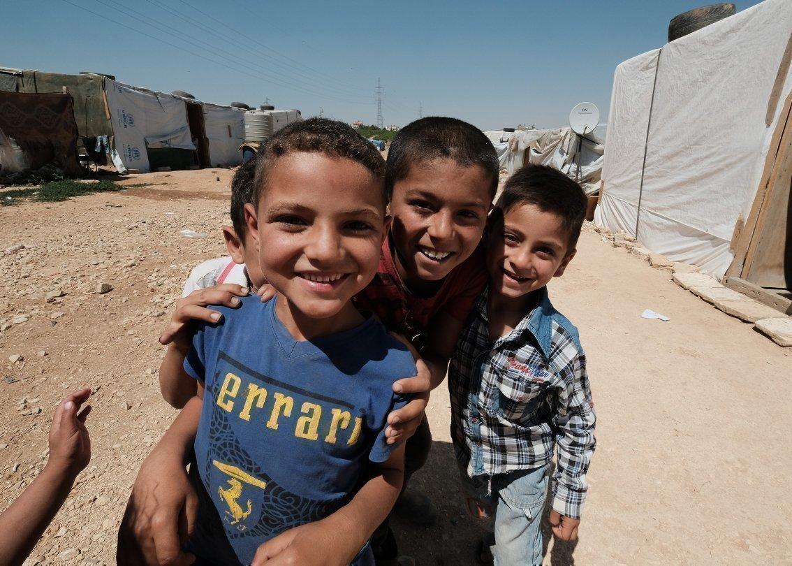 Gruppe Jungen in Syrien.