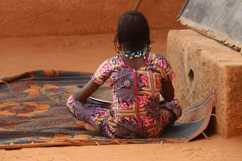 Genitalverstuemmelung bei Mädchen in Afrika