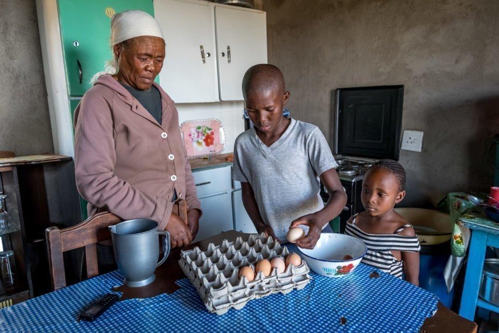 Semoko Matebello, Mit ihrem Sohn Teboho, und Tochter Mpontsoana.