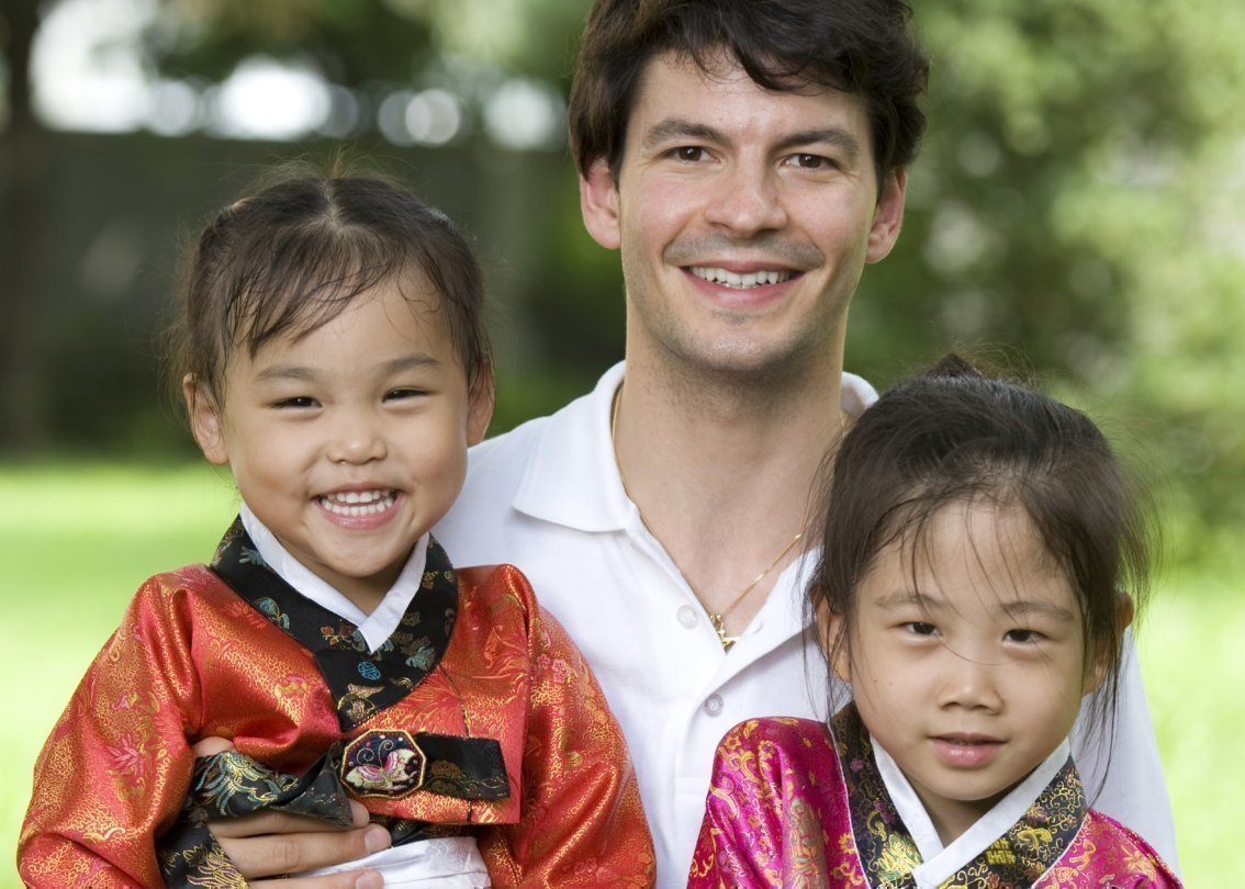 Stephane Lambiel im SOS Kinderdorf in Daegu