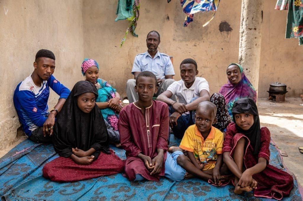 Oumarou mit seiner Familie.