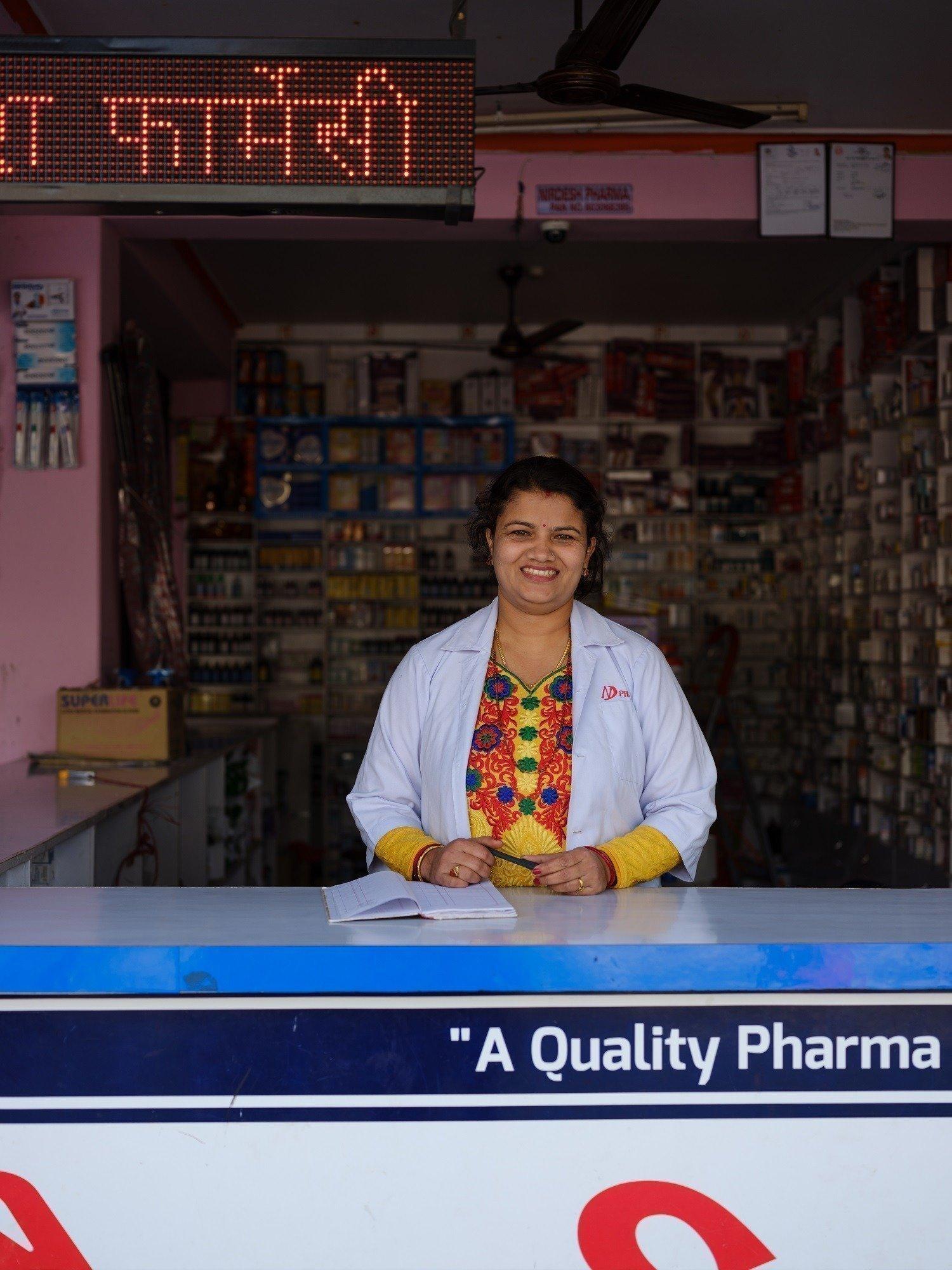 Brindhya Parajuli führt eine Apotheke und ist Mutter zweier Kinder. Es erfüllt sie mit Solz, dass sie für ihre Familie sorgen kann.