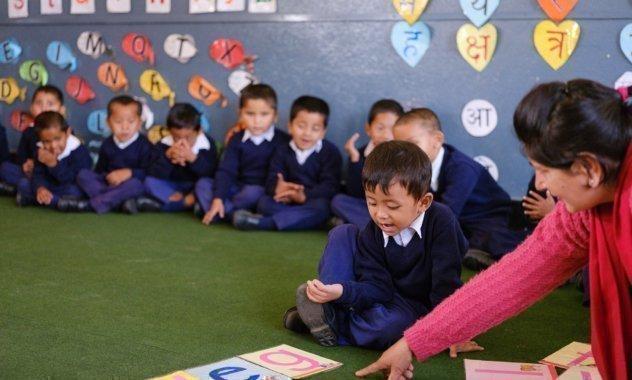 Classe d'école à l'école SOS Village d'enfants de Gandaki, Népal
