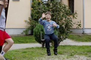Oscar glücklich im SOS-Kinderdorf