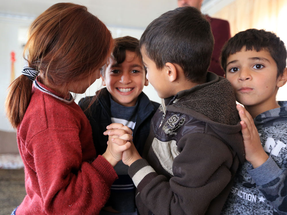 SOS-Mitarbeitende bringen den Kindern Techniken bei, um die furchtbaren Erinnerungen in Schach zu halten.