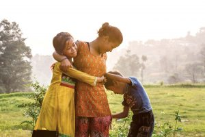 In una famiglia forte, i bambini trovano conforto anche nei momenti difficili.