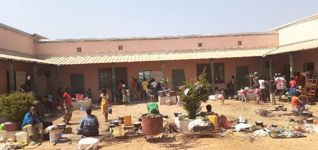 Improvisierte Unterkunft: Im SOS-Kinderdorf Bouar haben 400 Flüchtlinge aus dem Umland Schutz gefunden.