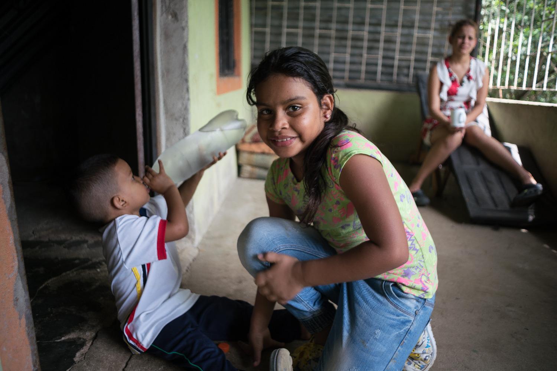 Nach dr Flucht aus Venezuela suchen Familien Schutz in den Nachbarländern.