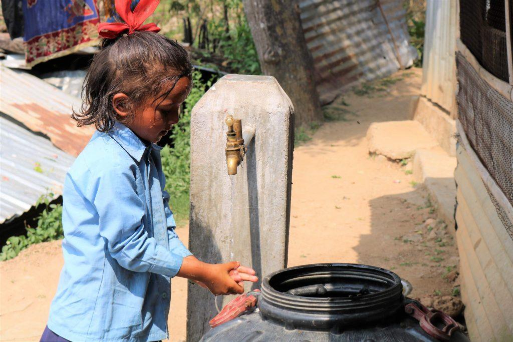 Ordinando una borraccia per l'acqua, allo stesso tempo fate un regalo sensato.
