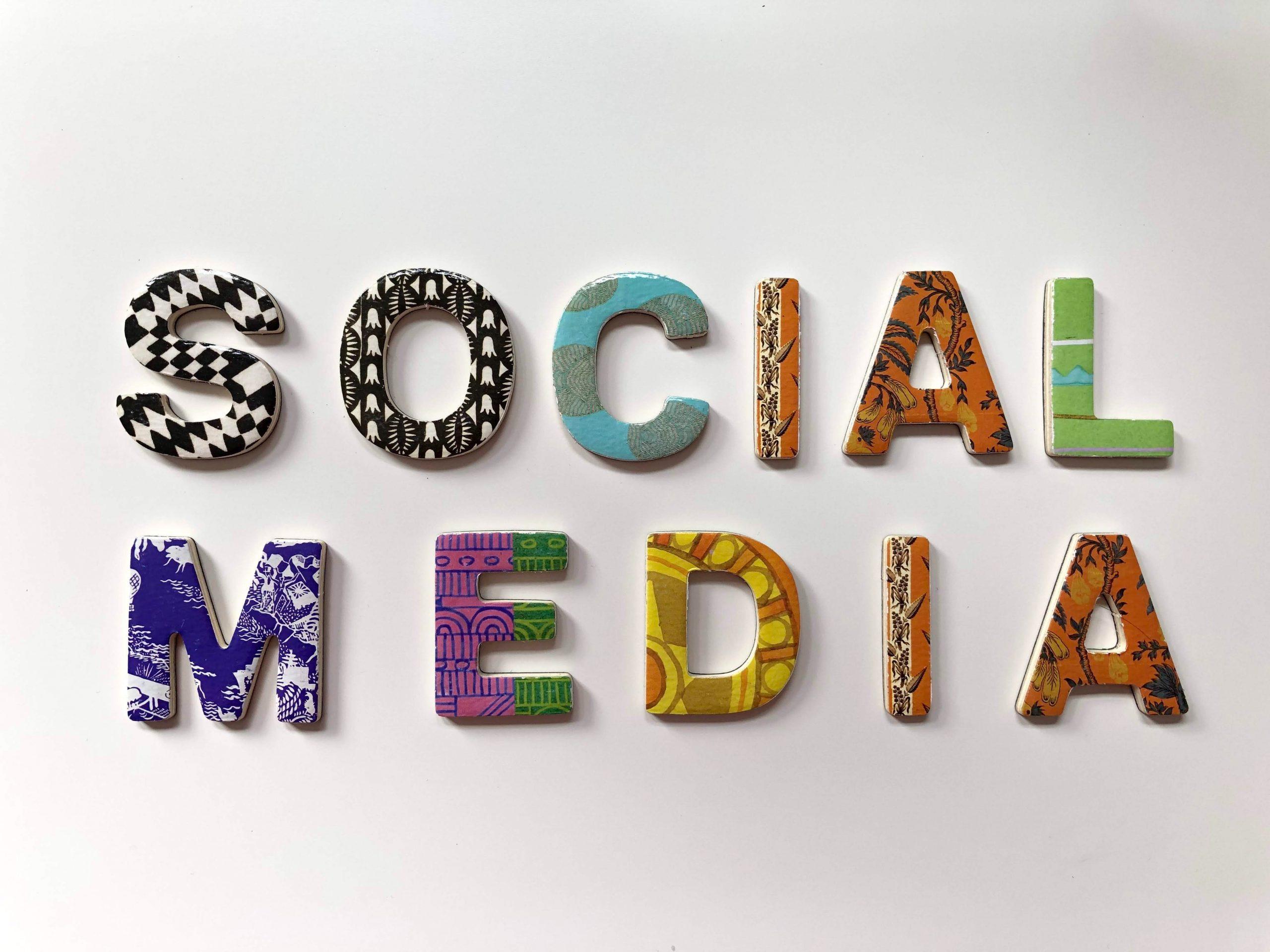 Con la giusta preparazione, i bambini si muovono in modo più sicuro e responsabile sui canali dei social media.
